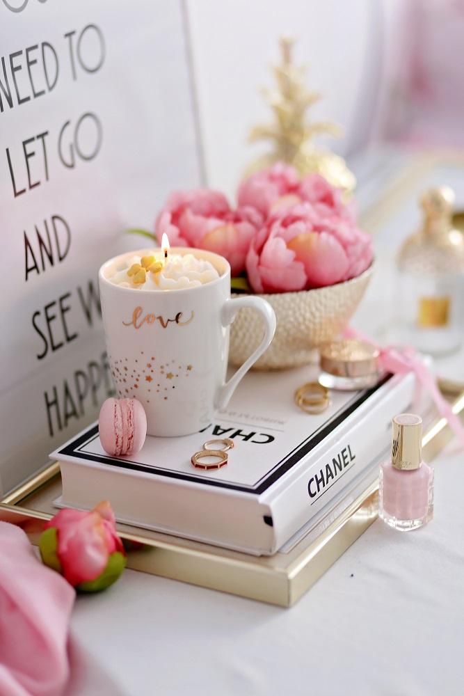 Декоративна свещ Love