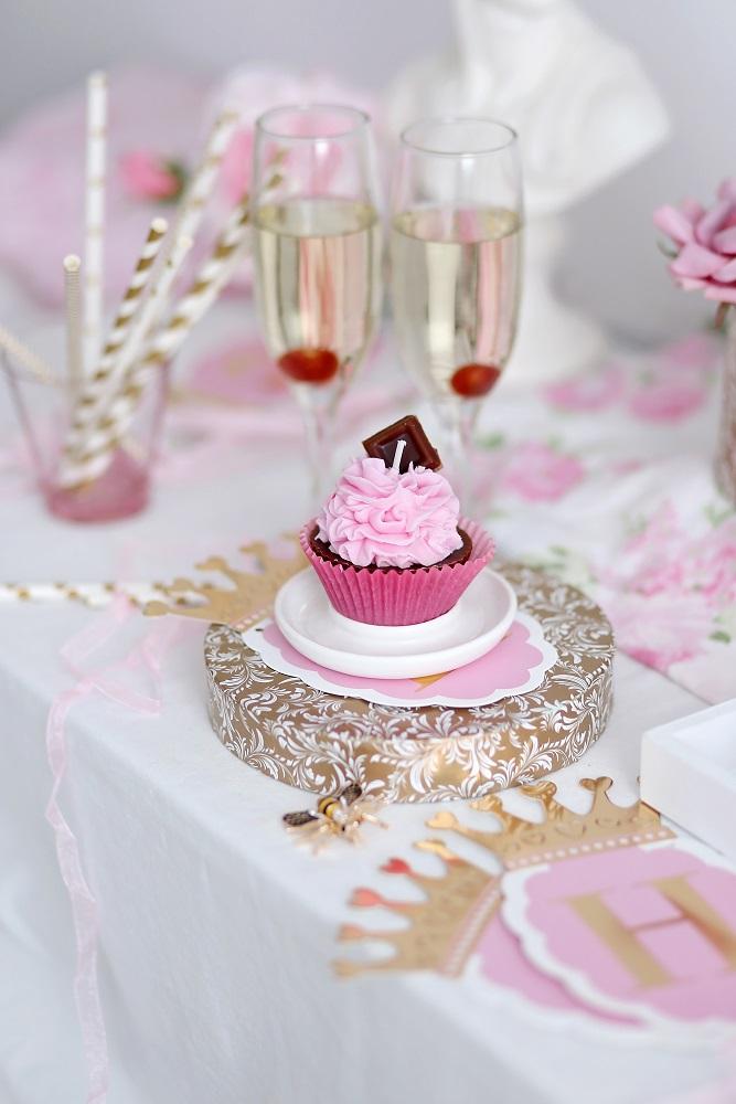 Декоративна свещ кексче Strawberry Cupcake
