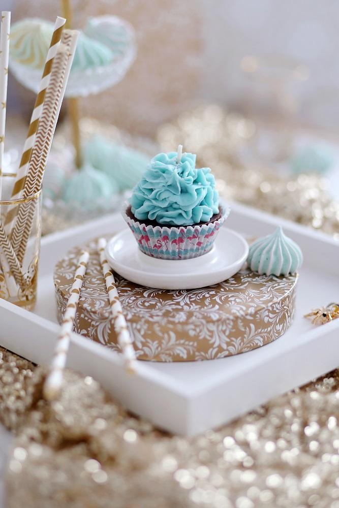 Декоративна свещ кексче Smurf Cupcake