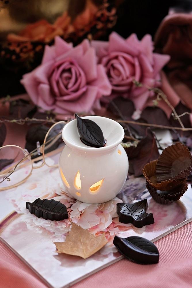 Декоративна свещ Chocolate Leaves